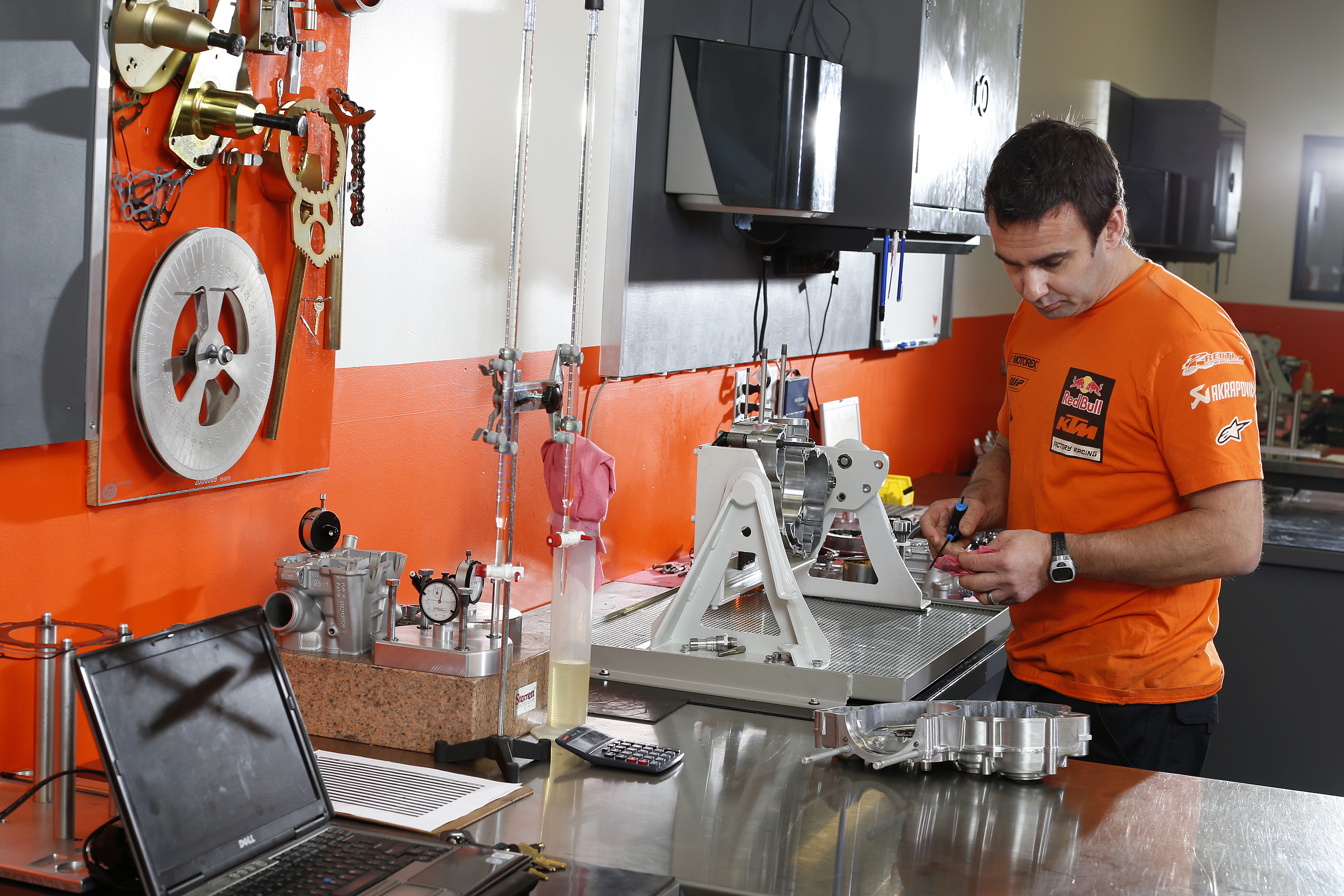 Red Bull KTM SX and MX Behind the scenes 1: Engine builder - KTM BLOG