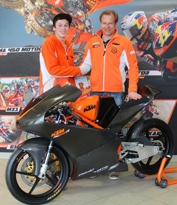 Moto3-Youngster Thomas Gradinger, Wolfgang Felber (KTM-Racing), RC250R Production Racer