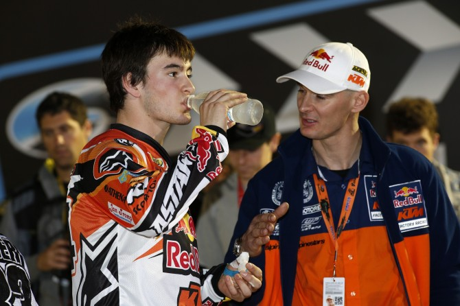 Stefan Everts advises Jeffrey Herlings before the Qatar GP