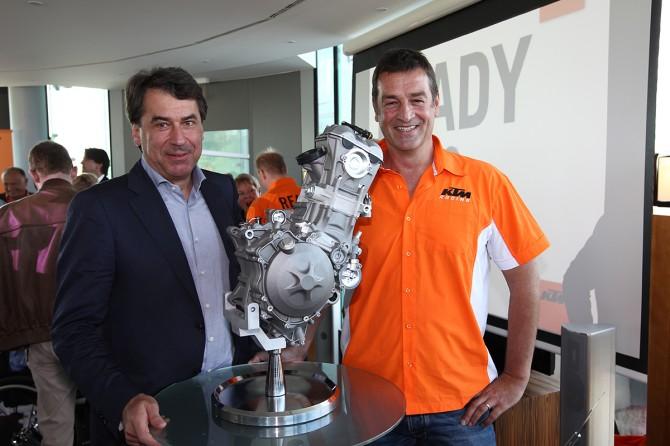 CEO Stefan Pierer, Moto3-Einzylinder, Konstrukteur Kurt Trieb. // CEO Stefan Pierer, Moto3-engine, Engineer Kurt Trieb