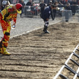 Roczen preps the gate ahead of his fourth MX2 win in a row at the Nations