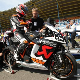 Superbike IDM Assen 2009: McWilliams mit/with Akrapovic RC8-R.