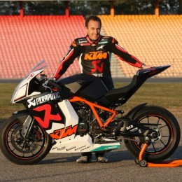 McWill mit erster RC8-R Akrapovic Replica - mit Frontscheinwerfer. // McWill with the first Akrapovic RC8-R replica - see the front light?
