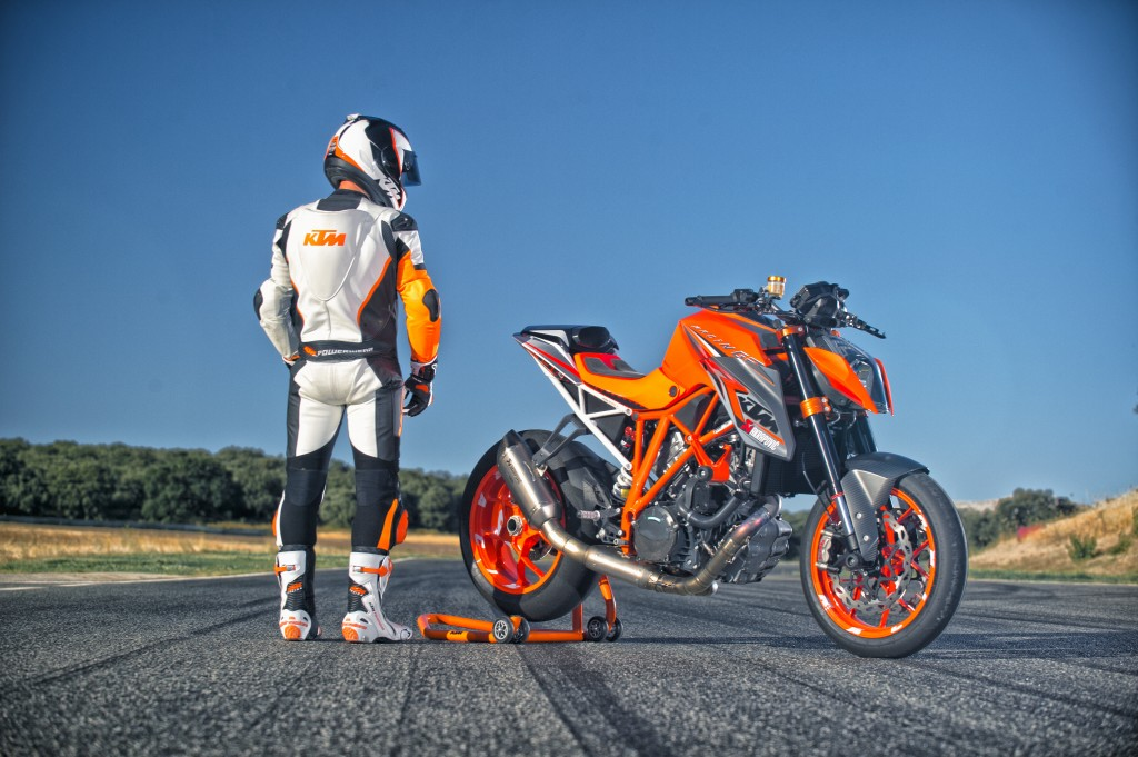 KTM 1290 SUPER DUKE R MY14 (© KTM)