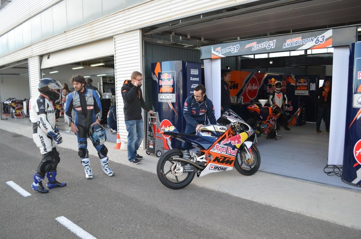 KTM RC250 RB Red Bull MotoGP Rookies Cup