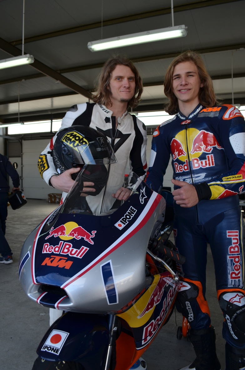 Journalist, Karel Hanika & KTM RC250 RB