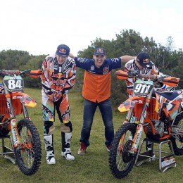 011_KTM_2014_MX2_team_group_lowres