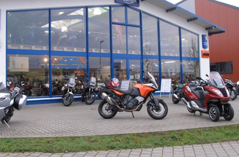 10b MSC-ADV vor SK-Bikes-Shop