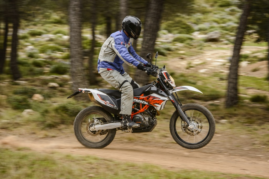 Journalist Roland Brown KTM 690 SMC R © Sebas Romero