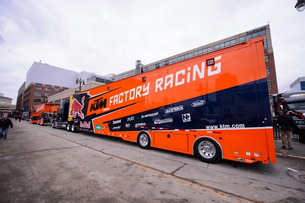 The Bull: How Red Bull help KTM go racingKTM BLOG - KTM BLOG