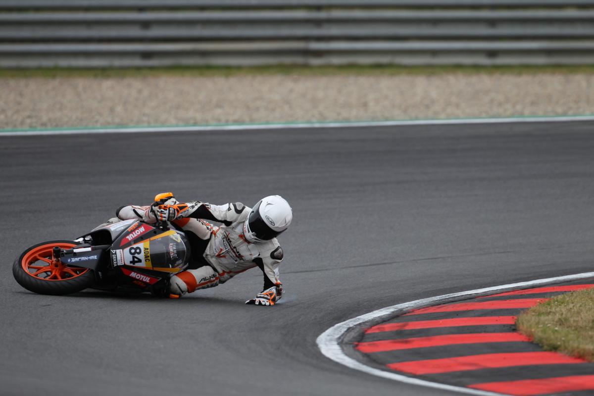 Tim Holtz & KTM RC 390 CUP Oschersleben