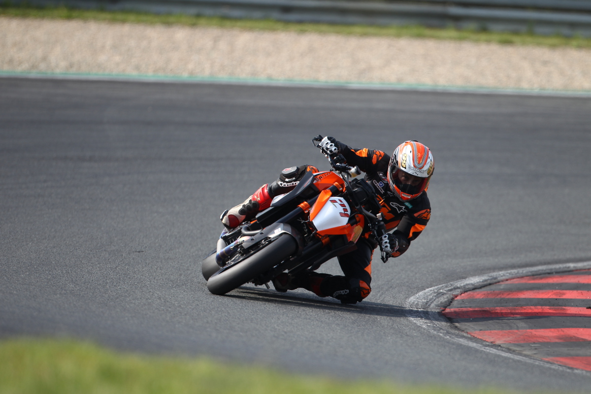 Jeremy McWilliams KTM 1290 SUPER DUKE R Oschersleben © Buenos Dias
