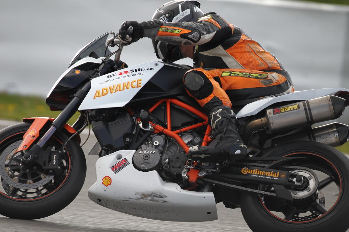 KTM SUPER DUKE Battle: Racing with family ties - KTM BLOG