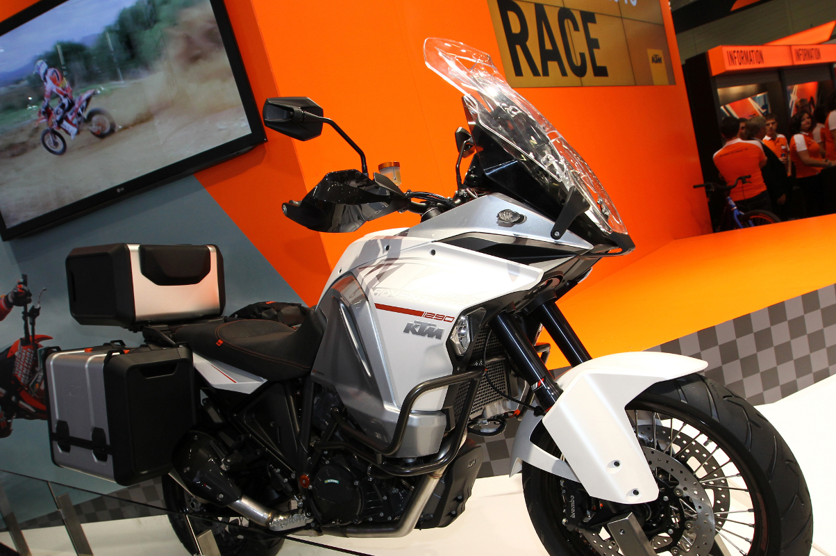 ktm 1290 super adventure see the led cornering light ktm blog. Black Bedroom Furniture Sets. Home Design Ideas