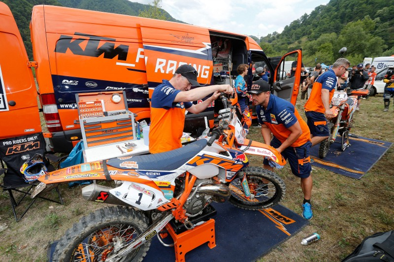 Jonny Walker & Julian Stevens (left) Service Point Red Bull Romaniacs 2015 © Future7Media