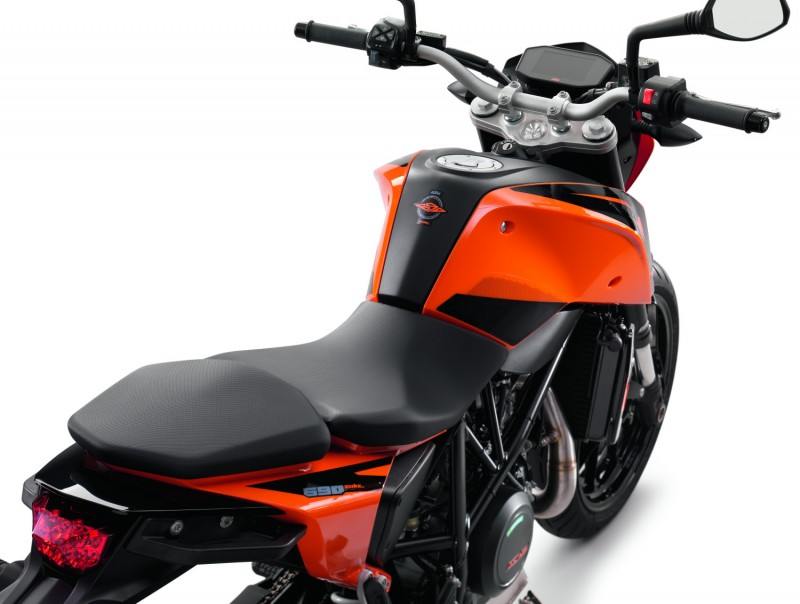 KTM 690 DUKE MY2016 Seat & TFT display