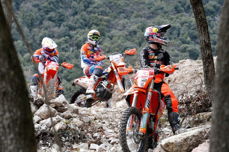 Taylor Robert (#33), Ivan Cervantes (#25), Christophe Nambotin (#7) KTM 250 EXC-F & KTM 350 EXC-F MY2016