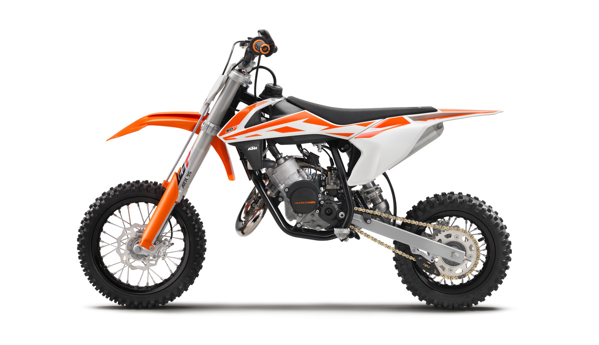 141639_KTM_50_SX_90de_left_MY2017_studio