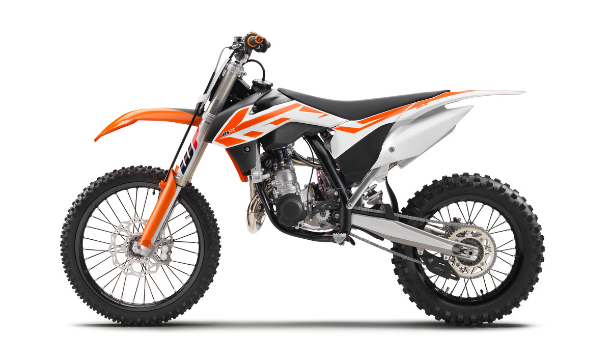 141648_KTM_85_SX_90de_left_MY2017_studio