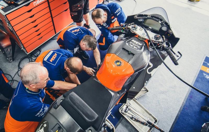 Mechanics KTM RC16 Valencia (ESP) 2016