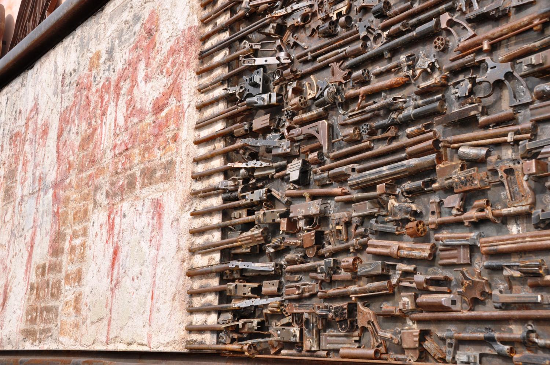 """Revolutionsmauer"" in Zacatecas   ""Revolutionary wall"" in Zacatecas"