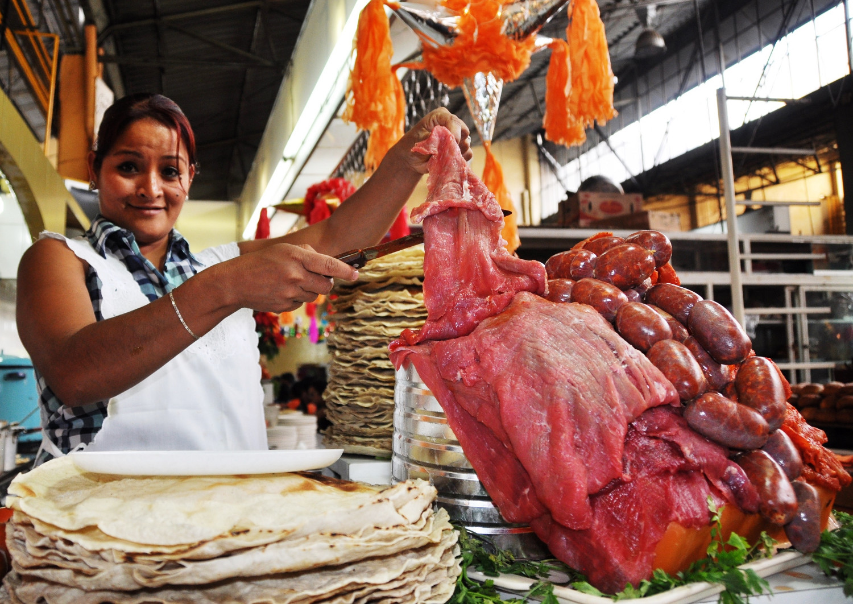 Phantastisches mexikanisches Essen: Tortilla und Carne Cecina   Fantastic Mexican food: tortilla and carne cecina