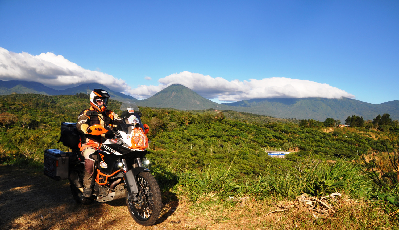 Vulkankette am Horizont   Chain of volcanoes on the horizon