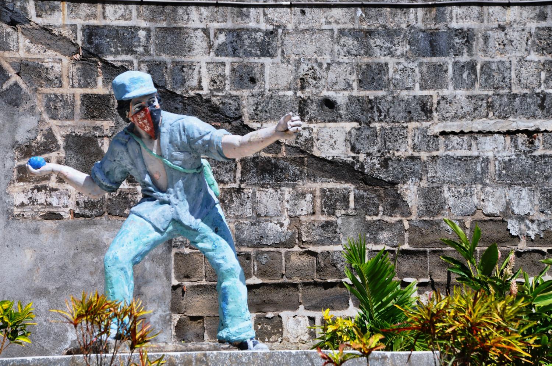 Der sandinistische Revolutionär: Statue vor der Galerie der Helden in León in Nicaragua | The Sandinistan revolutionary: statue in front of the heroes' gallery in León in Nicaragua