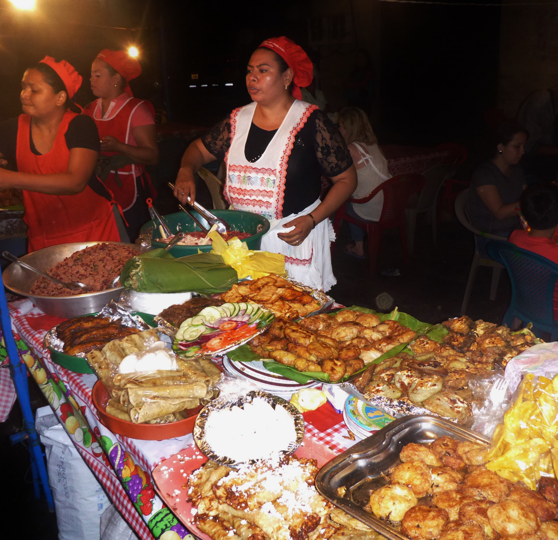 Leckere Vielfalt der zentralamerikanischen Straßenküche | Tasty morsels from Central America's street kitchen
