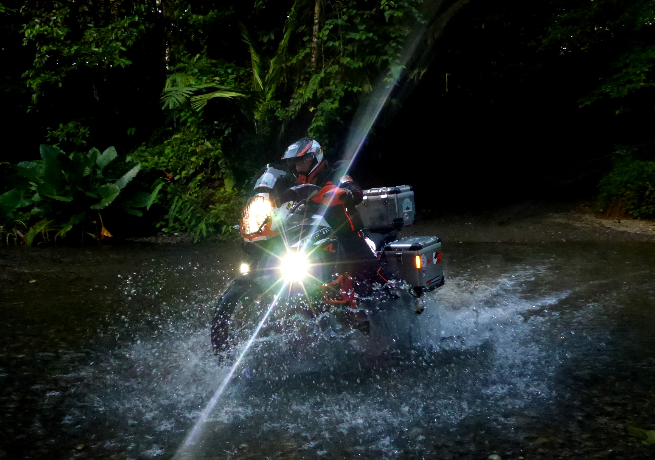 Der Vorteil von Regen: tolle Bachdurchfahrten | The advantage of rain: fun riding through the streams