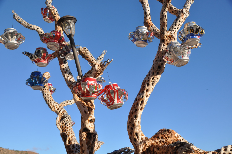 "Oh Tannenbaum: ""weihnachtlich"" dekorierter, toter Kaktus | ""Christmas"" trees in Mexico: dead cactus plus decorations"