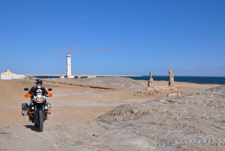 Durch das Gelände einer aufgelassenen Salzgewinnungsanlage | Across the site of an abandoned salt production facility