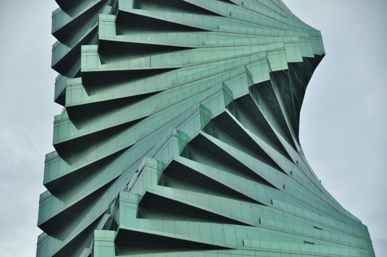 Banken residieren in futuristischen Wolkenkratzern   Banks have taken up residence in futuristic skyscrapers