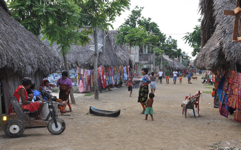 Besuch in einem Kuna Yala-Inseldorf | Visiting a Guna Yala island village