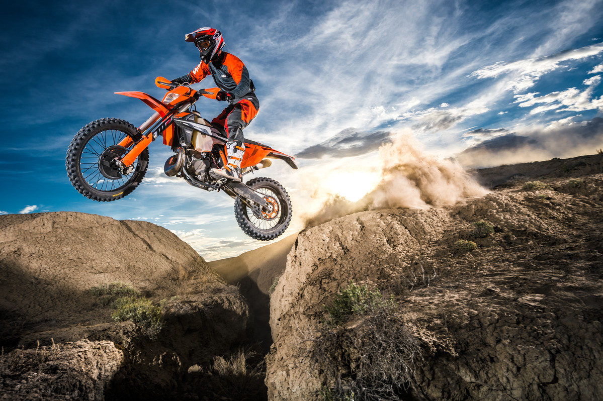 143518_KTM EXC MY 2017 Action