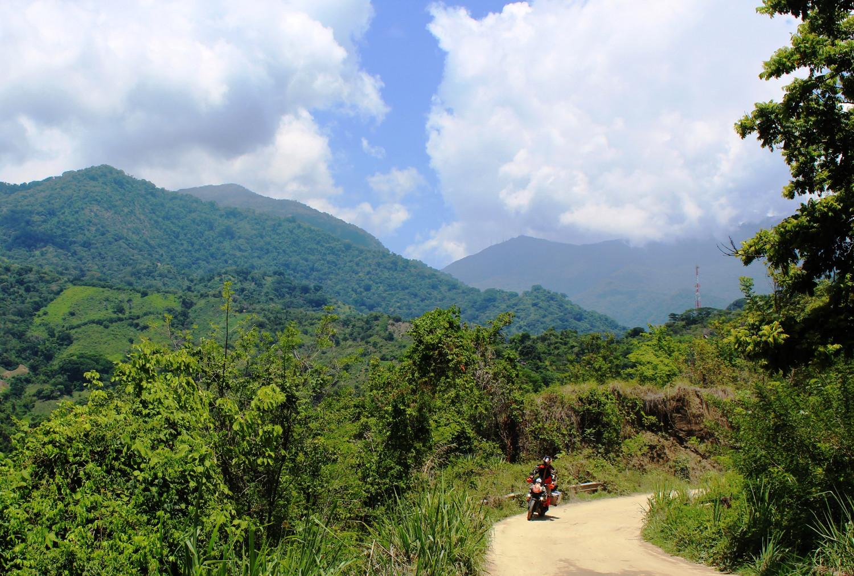 Cordillera de Santa Marta: Hinter den Wolken versteckt sich die höchste Bergspitze Kolumbiens | Cordillera de Santa Marta: concealed behind the clouds is Colombia's highest mountain