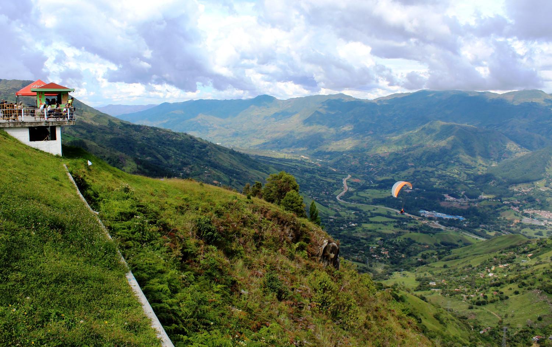 Paragleiter über Santa Fe de Antioquia | Paragliders above Santa Fe de Antioquia