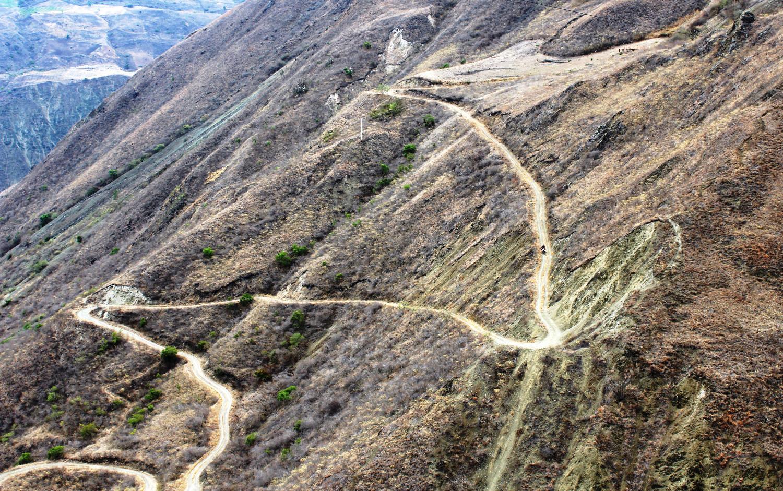 Kolumbien Süd: hohe, kahle Berge – Fahrvergnügen pur! | Southern Colombia: high, barren mountains – a motorcycling paradise
