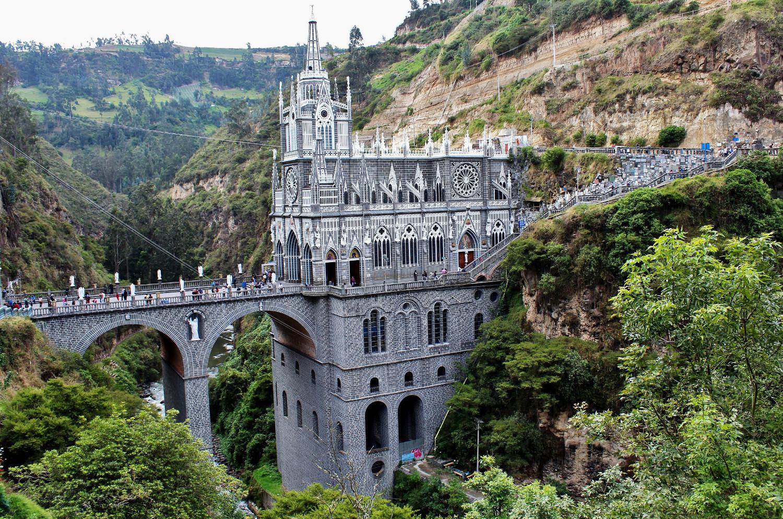 Schwarz-weiße Wallfahrtskirche Las Lajas | Black-and-white pilgrimage church Las Lajas