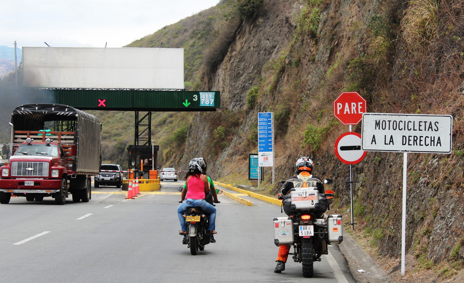 In Kolumbien zahlen Motorradfahrer generell keine Maut | In Colombia, motorcyclists generally do not have to pay any tolls