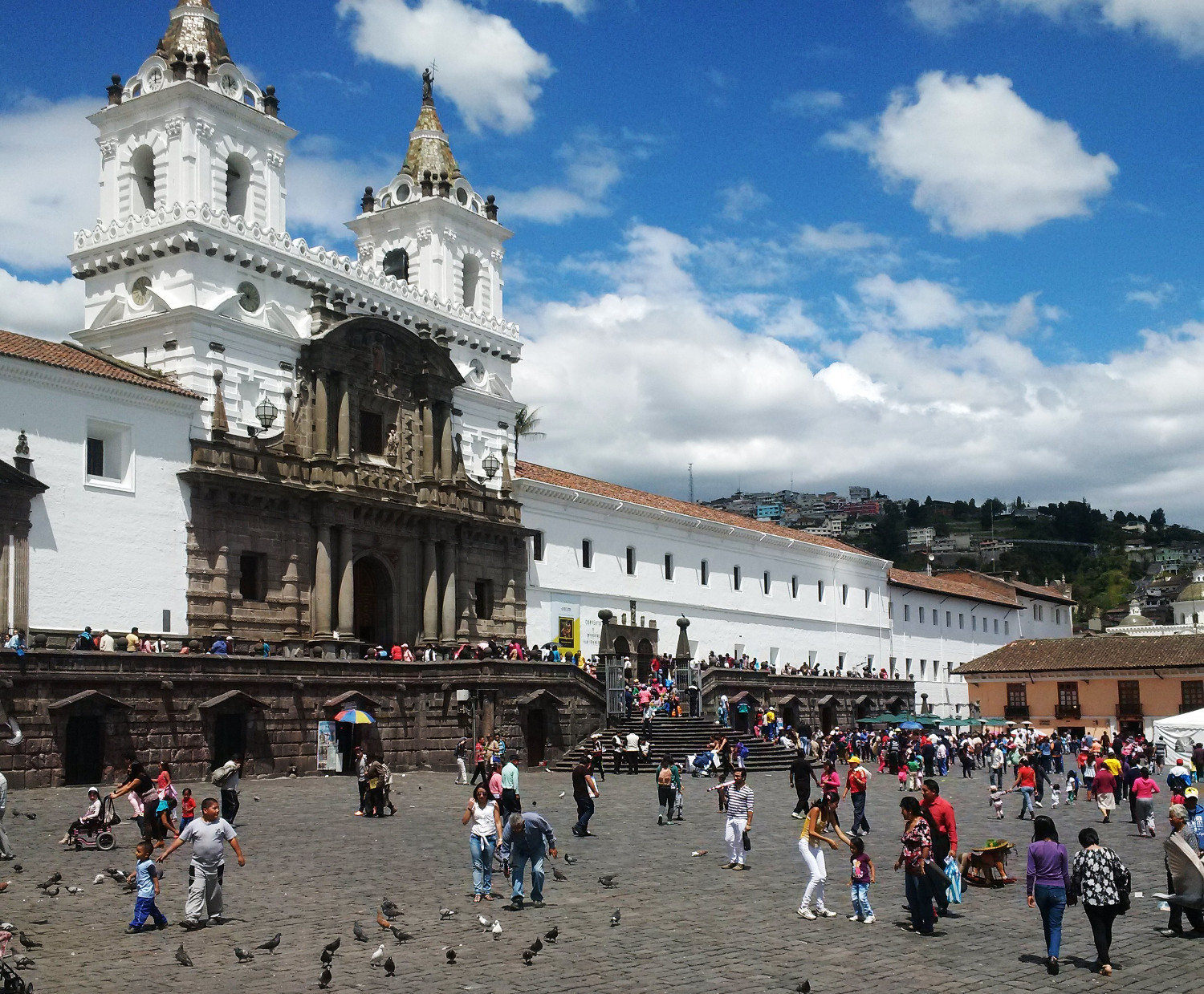Die Kirche San Francisco: Quito ist voll mit barocken Kirchen und Kunstschätzen | The church of San Francisco: Quito is full of baroque churches and art treasures