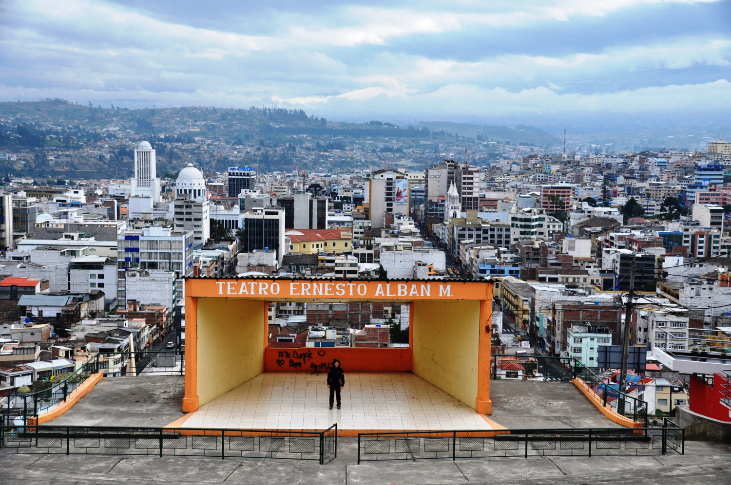 Im Freilufttheater hoch über Ambato | In the open-air theater high above Ambato