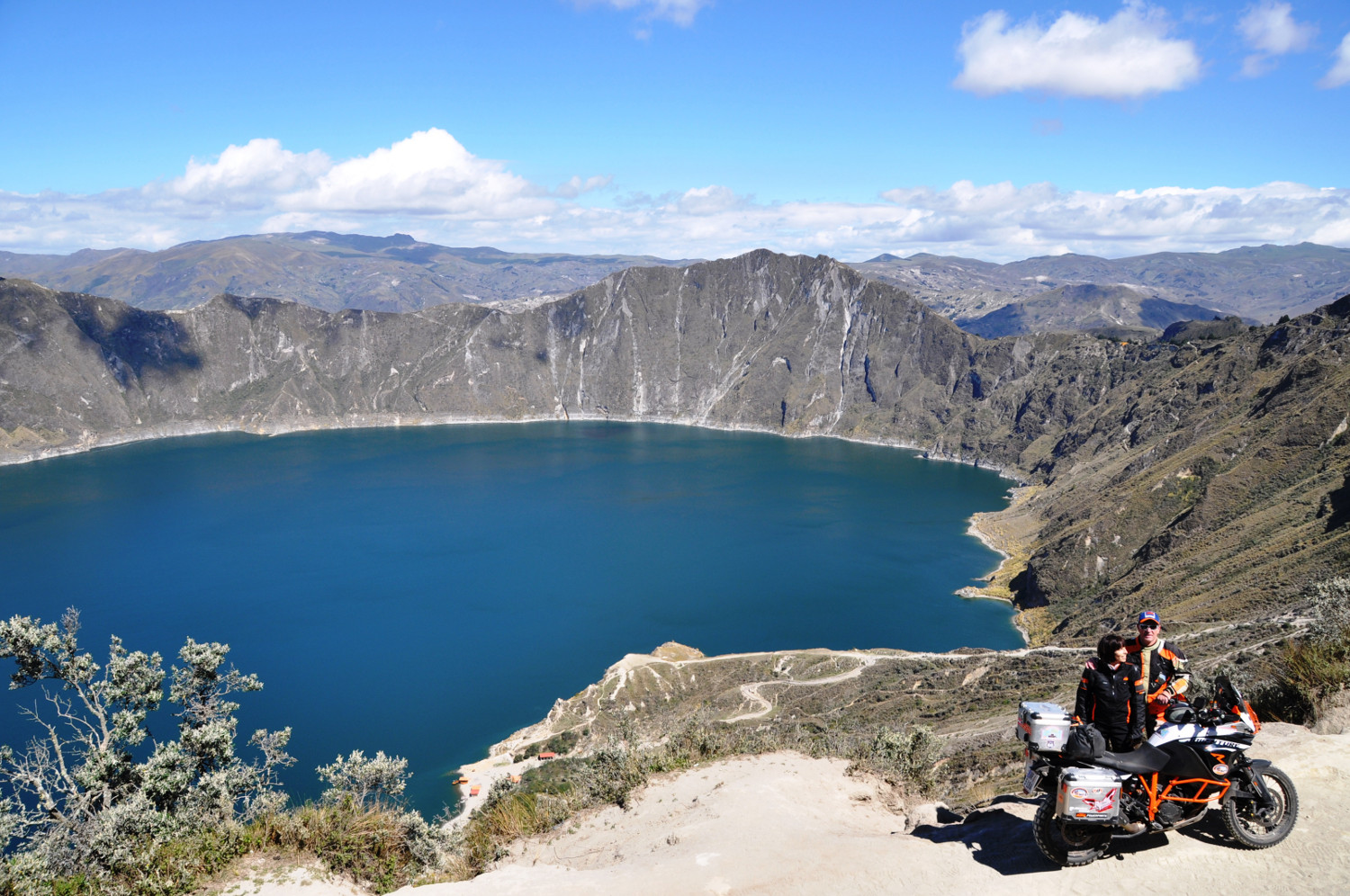 Am Kratersee Lago Quilotoa | By the Lago Quilotoa crater lake