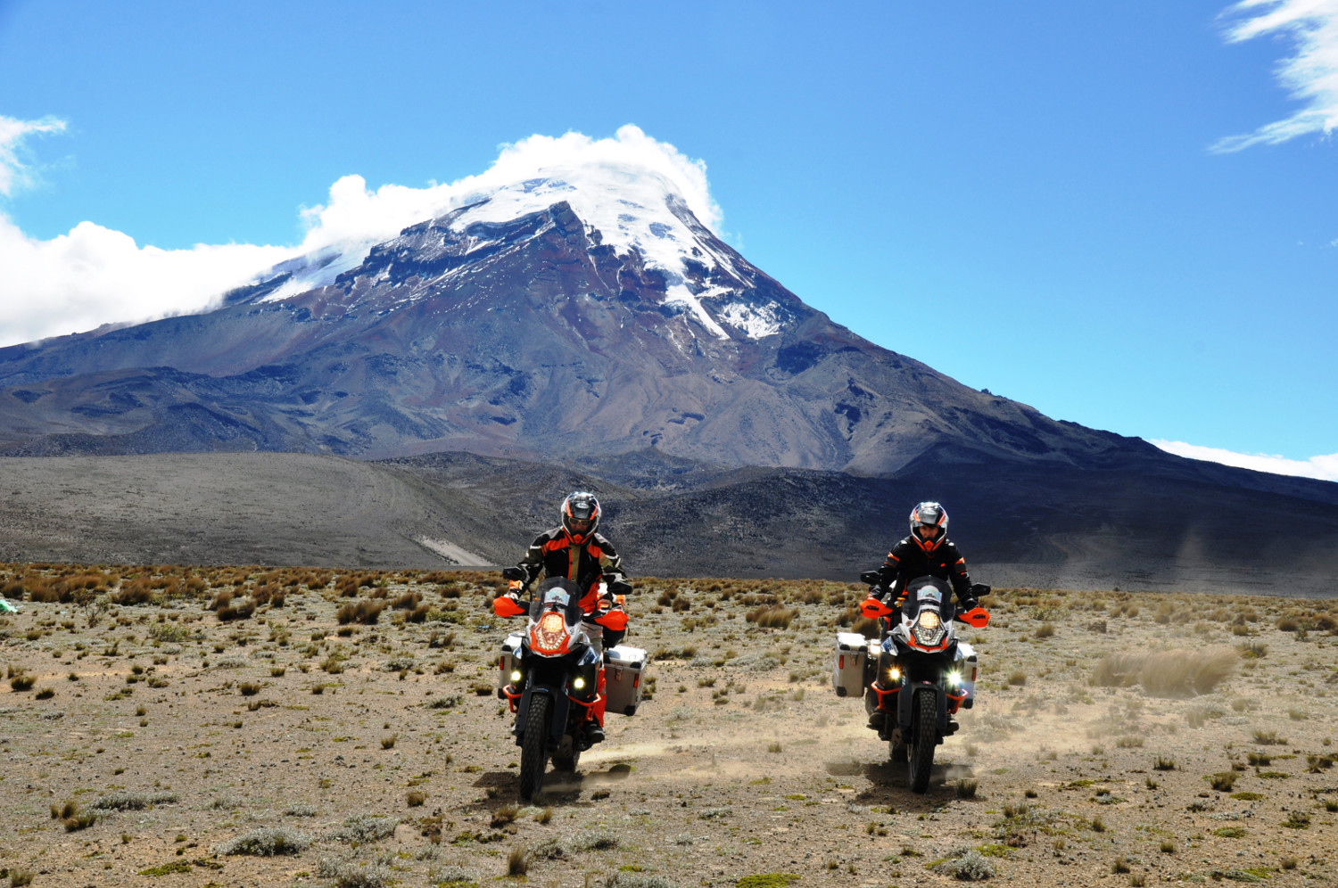 Einmal rund um den Chimborazo, mit 6.310m der höchste Berg Ecuadors | Riding a circuit around the Chimborazo, the highest mountain in Ecuador at 6,310 m