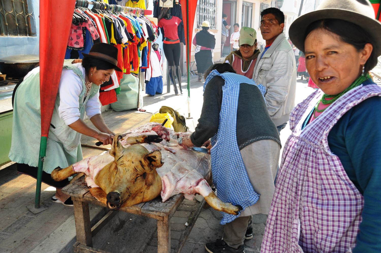 Kostprobe gefällig? Snack vom Schwein – frisch abgeschnitten! | Anyone for a taster? Pork snack – freshly cut!
