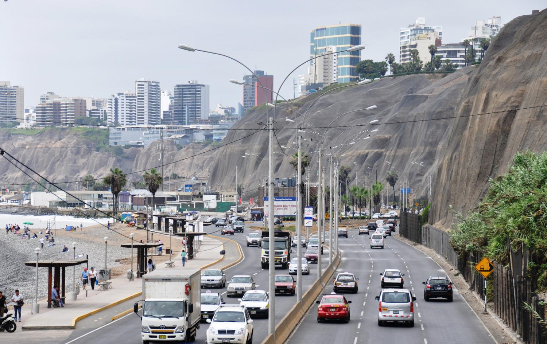 Küstenstraße und modernes Lima | Coast road and modern Lima