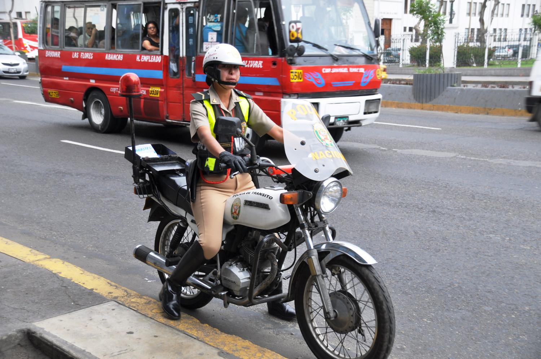 Der Straßenverkehr ist unter weiblicher Kontrolle | Road traffic controlled by women
