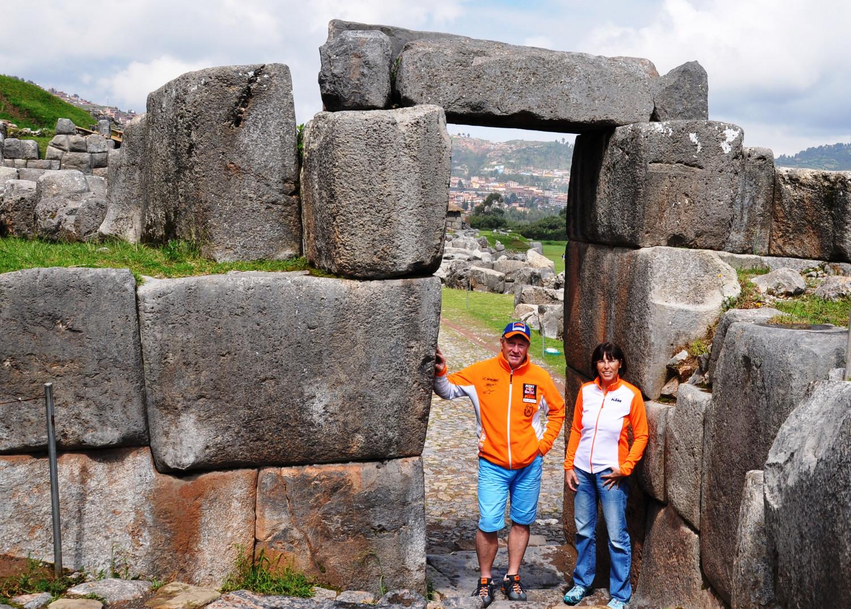Die Inkas waren tolle Baumeister: kein Blatt passt zwischen die schweren Steinquader   The Incas were excellent architects, you can't even get a sheet of paper between the huge stone blocks