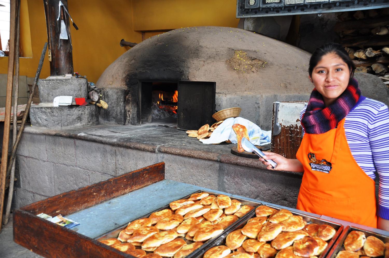 Ofenfrische Empanadas (mit Allerlei gefüllte Teigtaschen)   Empanadas fresh from the oven (with all kinds of filled dumplings)