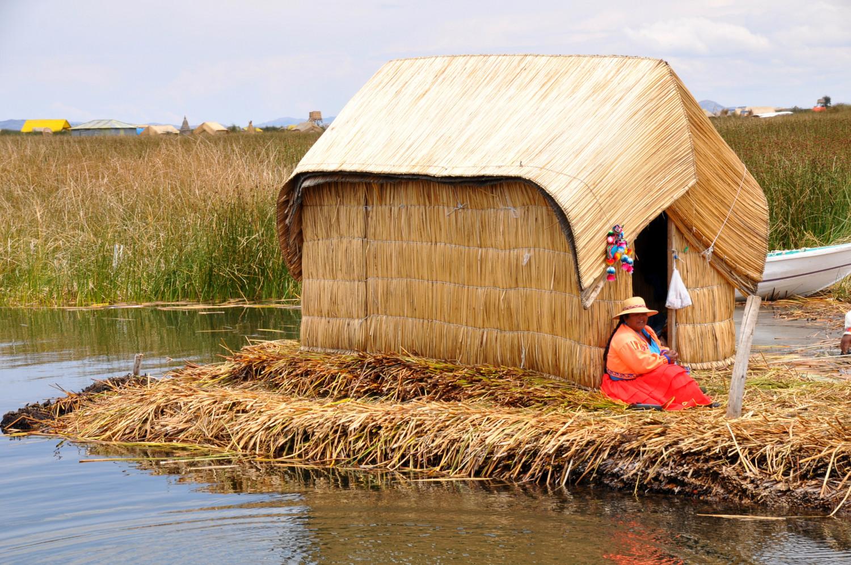 Leben auf schwimmenden Schilfinseln | Living on floating islands made of reeds